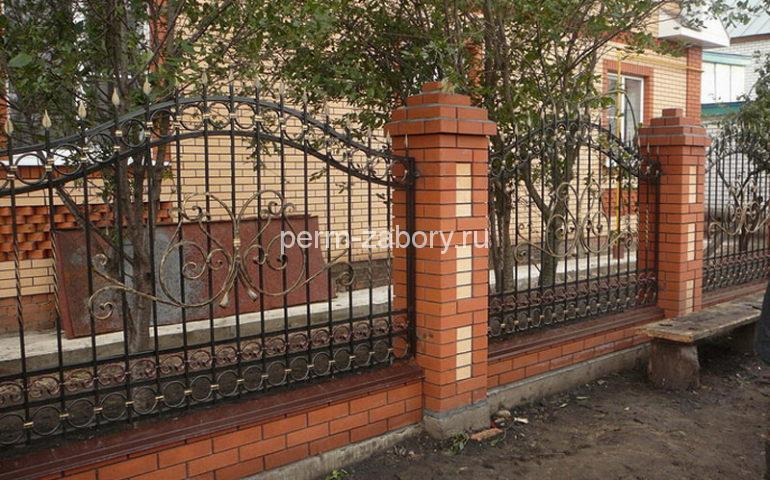 строительство заборов с ковкой в Перми